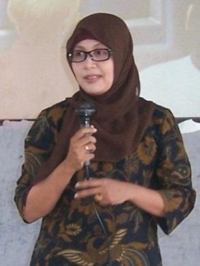 Dr. DWI KARTIKAWATI, M.Si